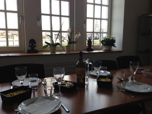 Lunch met wijn en uitzicht. Het bourgondische leven