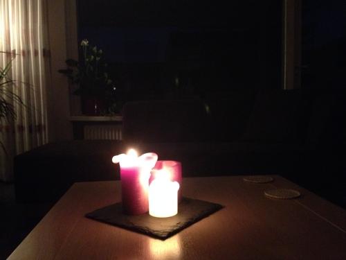 Kaarslicht geeft warmte, maakt thuiskomen fijn. Snel aflsuiten deze dag