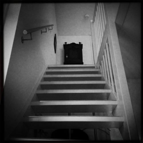 Zaterdag = huishouddag. De trap dient als fitnessapparaat. Op en af...op en af..op en af..