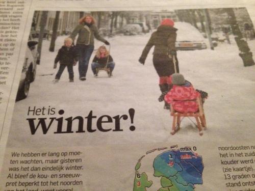 Volgens de krant staat de winter voor de deur. Ik zie alleen grote plassen water in de tuin.