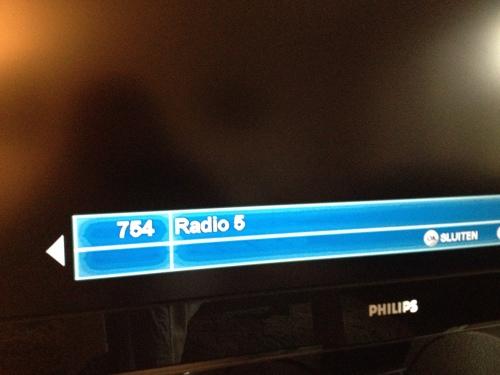 Bij gebrek aan een tuner luisteren naar de radio 5 via de tv. De week van de jaren 60, mijn tijd, mijn muziek, mijn herinneringen.