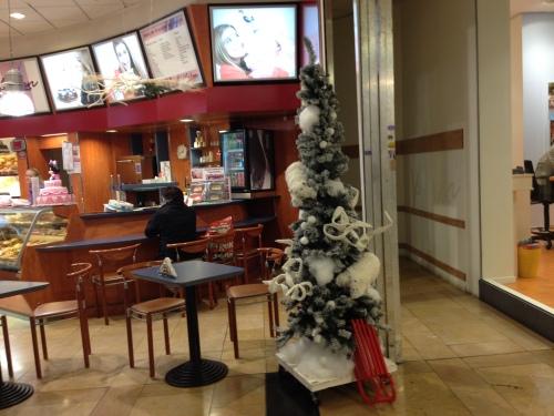 Voor het eerst op bezoek in het Corio. Blijven hopeloos achter lopen die Heerlenaren. Kerst is toch echt al een tijdje voorbij.