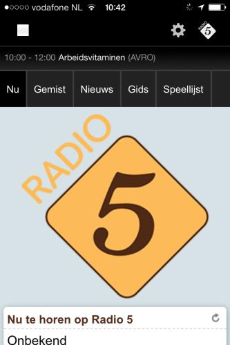 Radio 5 afspelen via de telefoon, dopjes stevig in mijn oren. De week van de jaren 60, muziek uit mijn jeugd maakt me verdrietig en blij.