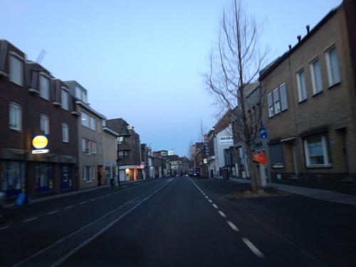 Ik kan nog steeds niet wennen aan de lege straten 's morgens vroeg. Het dorp lijkt verlaten