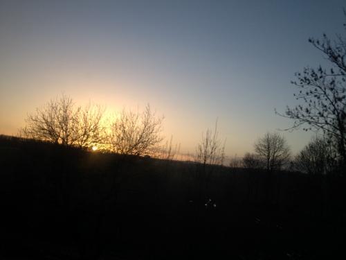 Elke dag weer dat magische moment. De zon over de heuvels zien verschijnen.
