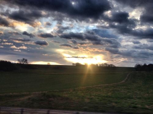 Altijd weer dat magische moment, als de zon over de heuvels gluurt.