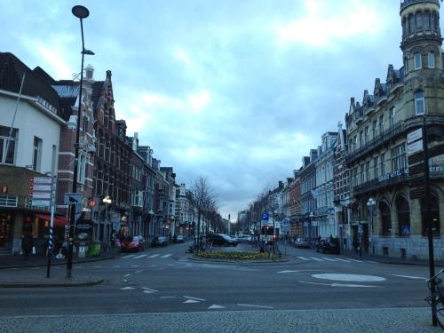 Op weg naar de bakker via de hoofduitgang. Maastricht ligt meteen aan je voeten.