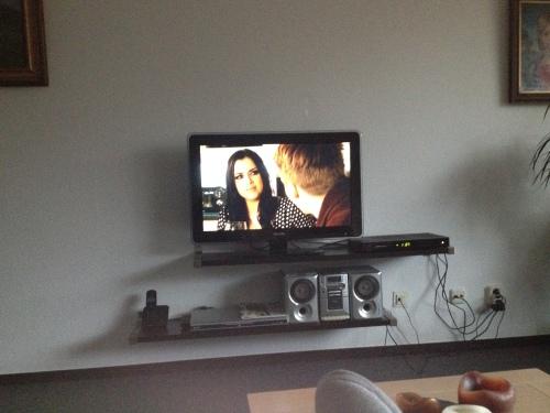 De rest van de middag voeten op tafel, laptop op schoot en de EastEnders afleveringen van deze week op tv