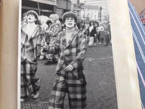 Ook in mijn jonge jaren leek ik graag de clown uit te hangen.
