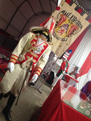 Kostuums en vlaggen