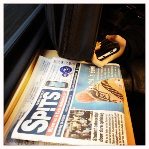 Soms blijft de krant onaangeroerd, het scherm krijgt alle aandacht.