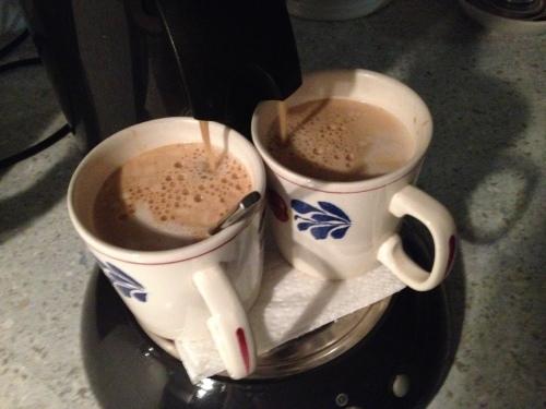 Koffie na het eten om wakker te worden...met een koekje.