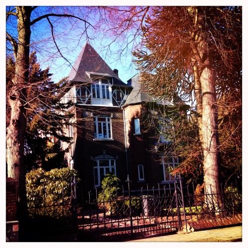 Je hoeft ze niet te zoeken, overal staan nog prachtige oude huizen.