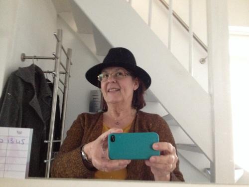 Selfie van mij aan dochter met maffia hoed..
