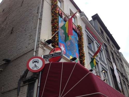 De heilige geest hangt rond in Maastricht. tel je zegeningen.