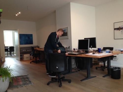 Collega Martijn komt om het Duitse boekhoudprogramma te installeren...