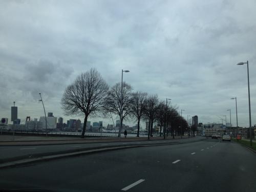 Ondanks de dreigende lucht, deze stad heeft ´t....Hallo Rotterdam!