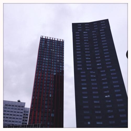 Rotterdam overvalt en omringt.