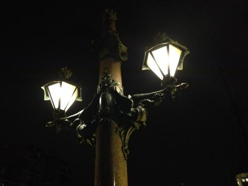 Klassieke straatverlichting past in het plaatje.