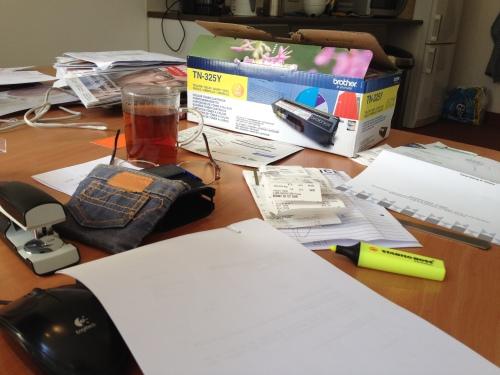 Maandagse chaos, deze week meer nog dan anders. Krijg je als je een paar dagen ergens anders werkt.
