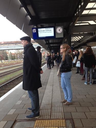 Groot en klein op het station...