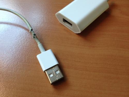 Alweer een Apple snoertje bijna aan het eind van zijn bestaan...kunnen nergens tegen die dingen.