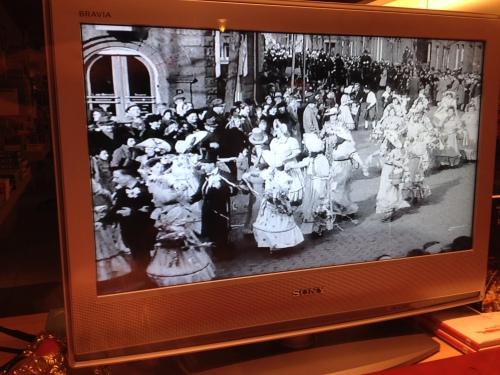 Oude opnames in de etalge van De Leeskunst, mooi om te zien dat feesten in die tijd ook uitbundig was