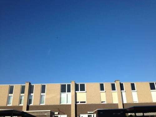 Stralend blauw alom...de belofte van een mooie dag hangt in de lucht.