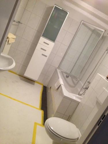 en in de badkamer is ook vanalles verdwenen. Maandag gaat eindelijk dat onhandige bad er uit...yay! Maar eerst genieten van het weekend! Tot morgen!