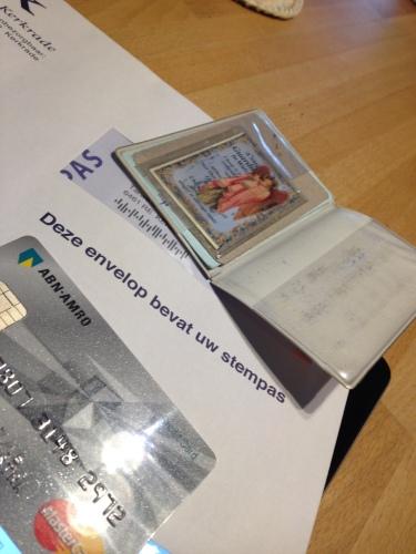 Alles ligt klaar voor het grote moment. Mijn beschermengel, creditcard en gegevens die ik nodig zou kunnen hebben.