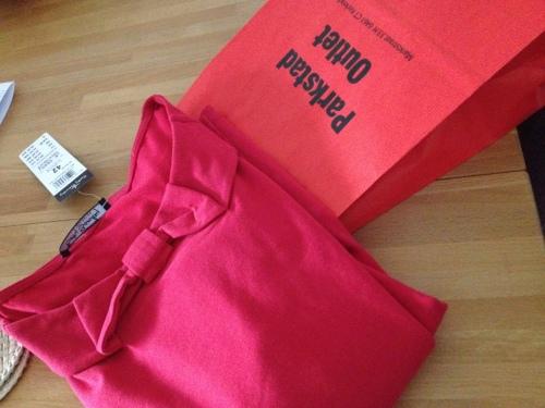 Mooi rood is niet lelijk. Leuk shirt gescoord in de nieuwe Outlet in het dorp, voor een prikkie....* blij*