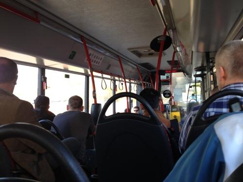 Met z'n allen verder in de bus...