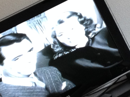 Aan het einde van de middag is de klus geklaard en val ik met mijn alweer voluit lopende neus in een oude Hitchkock film