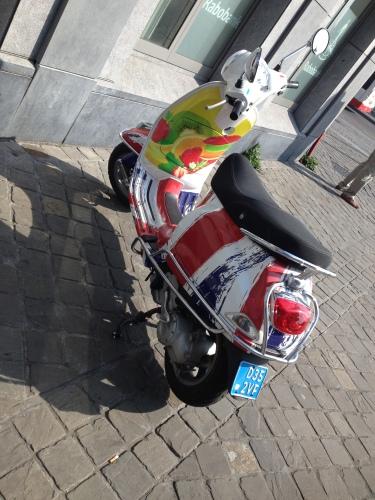 en een hippe scooter
