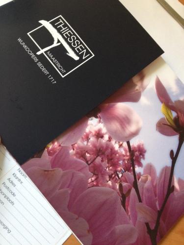 Bij de post een prachtige brochure van de wijnhandelaar. een lust voor het oog en de aanbiedingen goed voor de innerlijke mens.