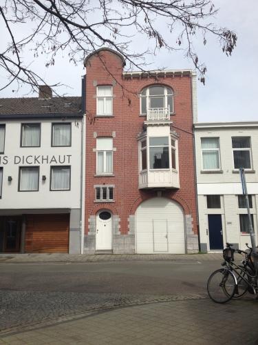 Opvallende panden zijn overal te vinden. Mooi Maastricht.