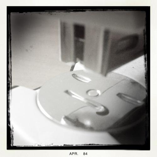 Ik speel even met Hipstamatic. De opdracht is abstract, niet echt mijn kopje thee.