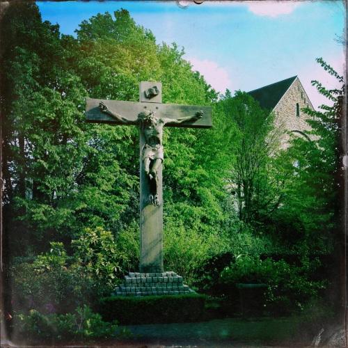 Het oude kruis dat hoort bij onze kerk. Blijft mooi