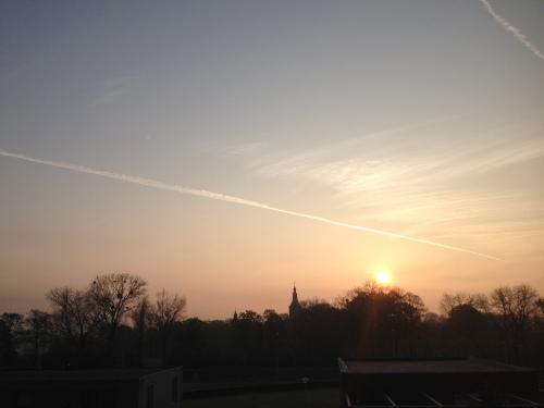 Dan eerst maar kijken naar de opkomende zon. Is ´ie  mooi  of niet?