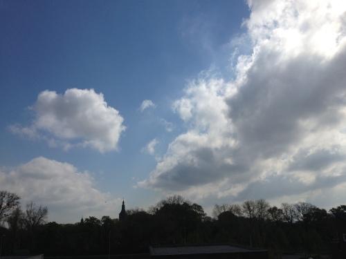De wolken breken en blauw neemt de zaak weer over.