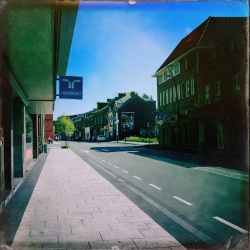 Ooit was dit een bruisend dorp. Nu zijn winkels vervangen door uitzendbureau's of gesloten. Het hart wordt steeds kleiner.