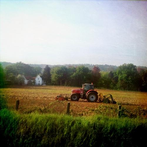 ..en de boer die ploegde voort