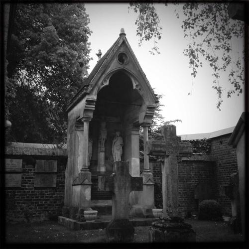Het oude kerkhof...Geen enkele lens voldoet