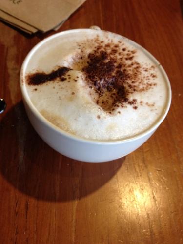 met een extra grote cappuccino en het fijne gezelschap van een jeugdvriendin