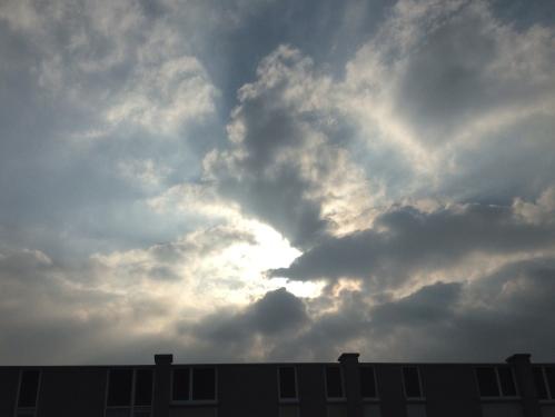 De zon doorbreekt uiteindelijk de saaiheid. Dag dag, tot morgen
