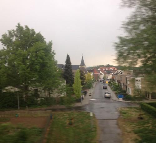 Einde van de werkdag. Op weg naar huis wordt de lucht steeds dreigender. In Voerendaal  vallen de eerste druppel