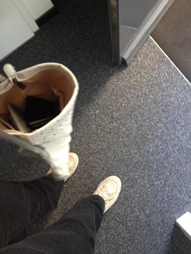 Schoenen aan en vertrekken.
