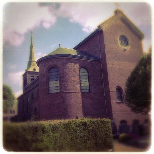 Ik bekijk de kerk van de andere kant.
