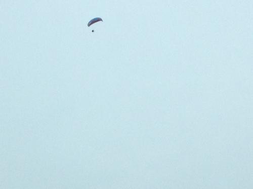Hé, daar hangt iemand in de lucht. Waaghals