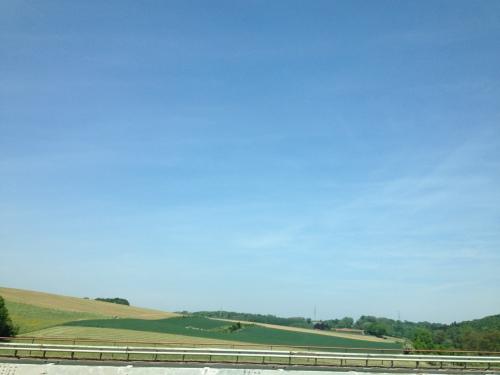 Vanuit de auto lijken de heuvels ineens erg vlak.